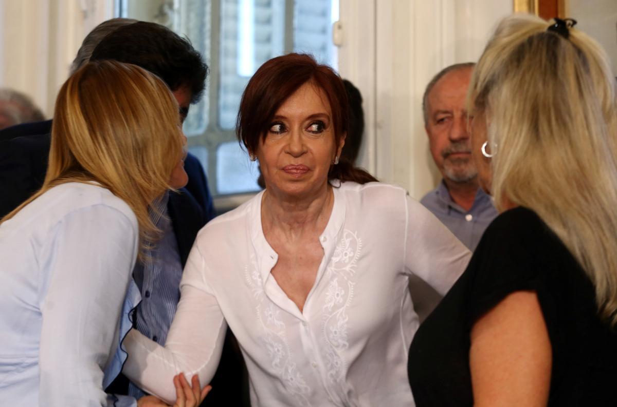 Judge seeks removal of immunity, arrest of former president of Argentina
