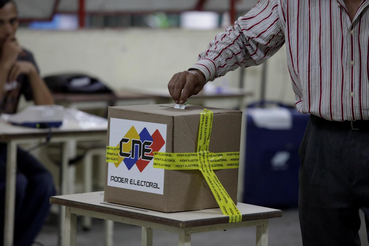 Venezuela's socialists romp to victory in mayoral elections