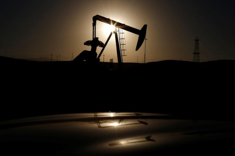 Oil recovers on big United States crude stock drawdown