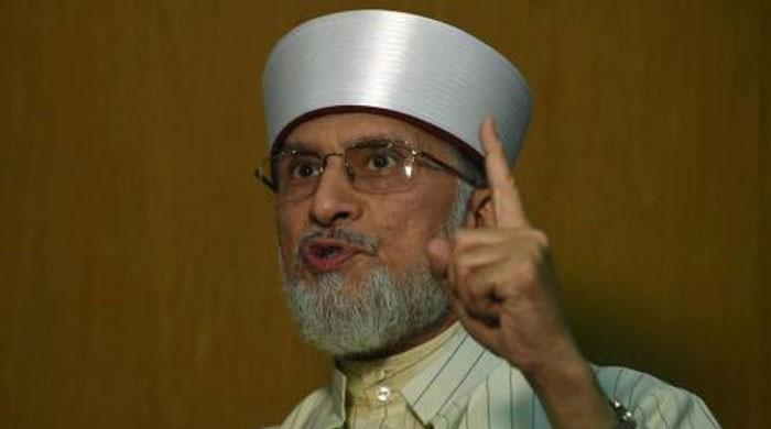 Can have Zardari, Imran seated on either side: Qadri