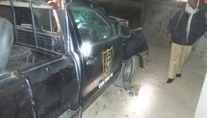 Eleven policemen injured in traffic accident in Karachi