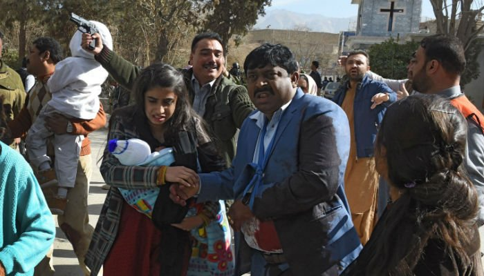 Pakistani Christians are evacuated by security personnel from a Methodist church after a suicide bomber attack during a Sunday service in Quetta on December 17, 2017. Photo: REUTERS