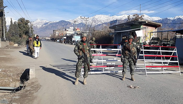 Pakistani soldiers stand guard at a checkpoint in Parachinar, capital of the Kurram tribal district, on January 22, 2017 - AFP