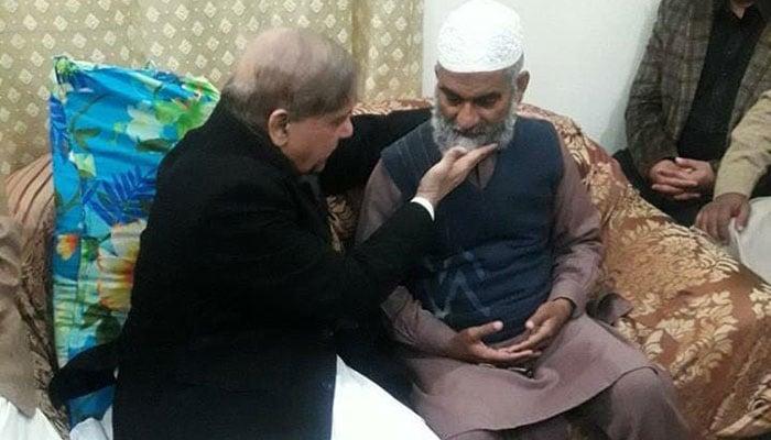 CM Punjab Shehbaz Sharif visited Zainab's family early Thursday morning