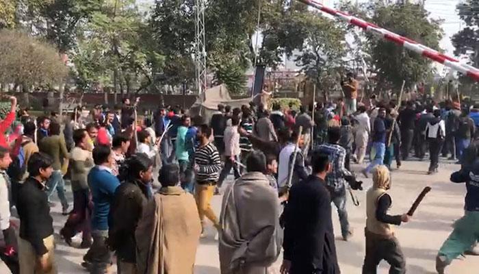 Enraged protesters demonstrate in Kasur