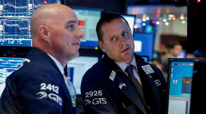 Wall St. rises with oil prices, earnings optimism