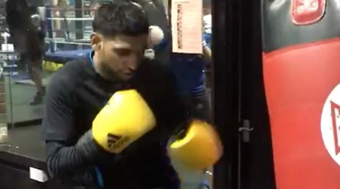 Boxer Amir Khan returns to training for upcoming fight