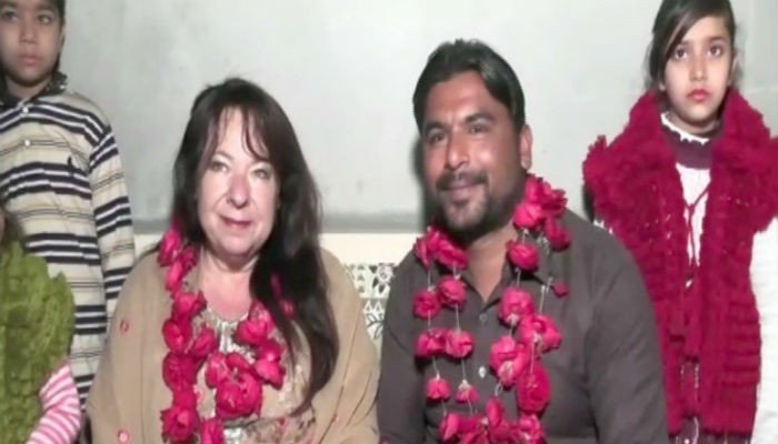 American woman marries Pakistani she met on Facebook | Pakistan - Geo tv