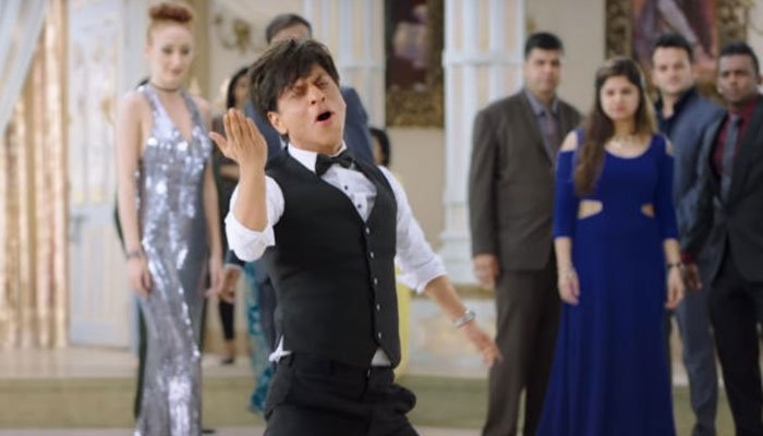 SRK head out for rickshaw ride with 'Zero' ladies