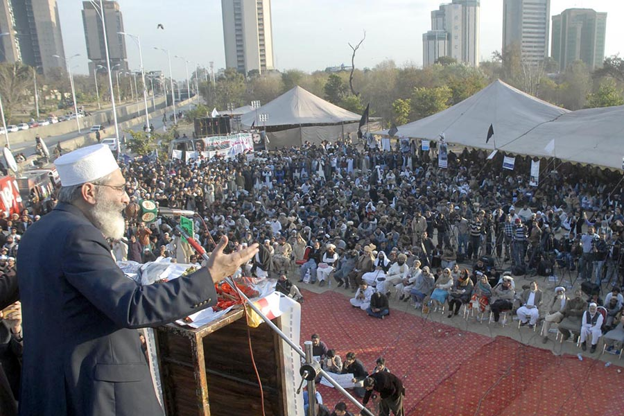 JI chief Siraj-ul-Haq addressing the sit in on February 08, 2018 - Online