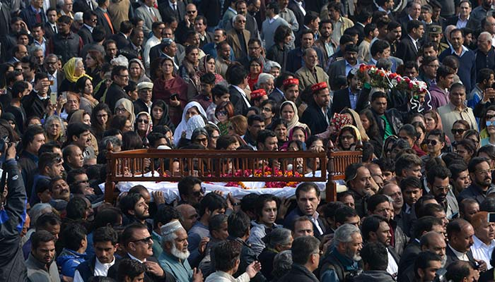 Pakistani mourners carry the coffin of lawyer and rights advocate Asma Jahangir during her funeral in Lahore on February 13, 2018 - AFP
