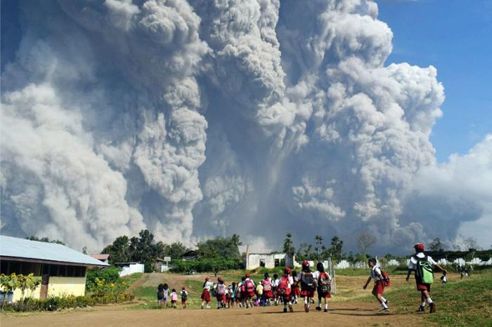 Indonesia volcano erupts, spewing a 5000-metre ash cloud