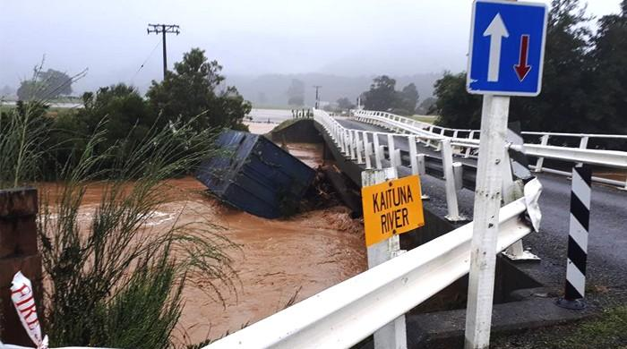 Tourists stranded as cyclone's tail hits New Zealand