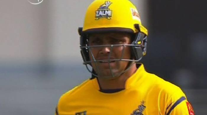 Kamran Akmal unleashes on Islamabad United with a quick-fire 50