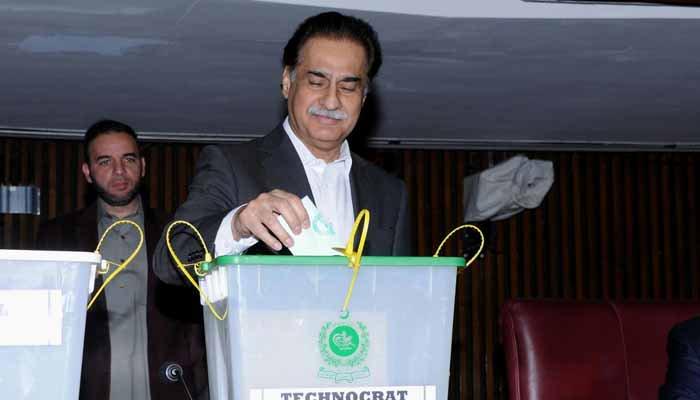 NA Speaker Ayaz Sadiq casts his vote