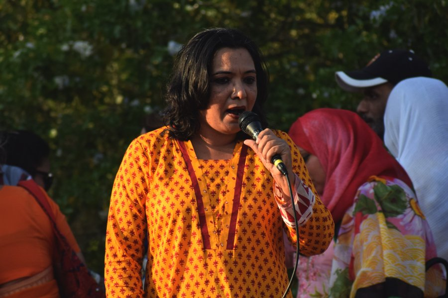 Rehana Chaanner speaks during the Aurat March 2018 held at Frere Hall, Karachi, Pakistan, March 8, 2018. Geo.tv/Author