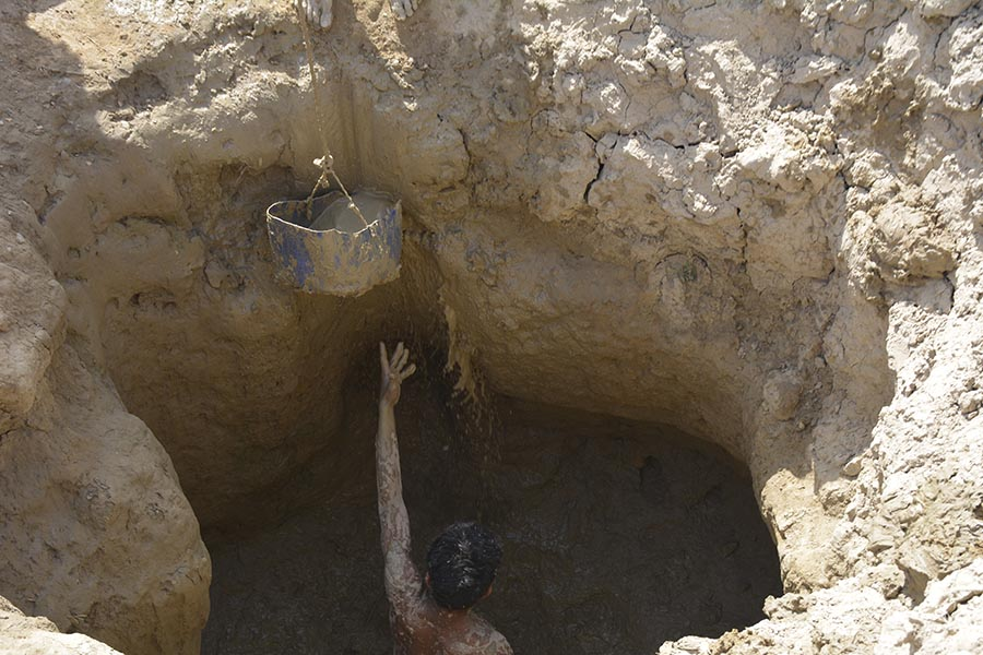 Men are busy digging a well near the Chhini village in Kachho region, district Dadu Sindh, located in the home constituency of Sindh Chief Minister Syed Murad Ali Shah.