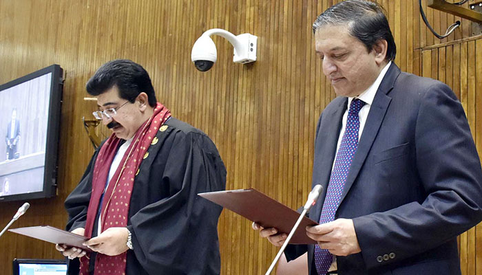 Newly-elected Senate Chairman Sadiq Sanjrani (left) administers oath to Deputy Chairman Senate Saleem Mandviwalla.—INP photo