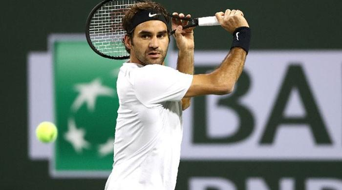 Federer stretches perfect start to 16-0