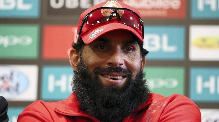 Injury scare for Islamabad as Misbah suffers hairline fracture in wrist