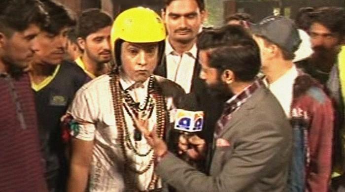 Devoted fan cosplays as Aamir Khan's PK in Zalmi-Gladiators faceoff