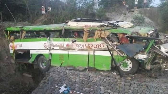 19 dead as bus plunges off Philippine cliff