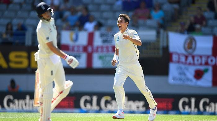 Williamson stars as England hit embarrassing low