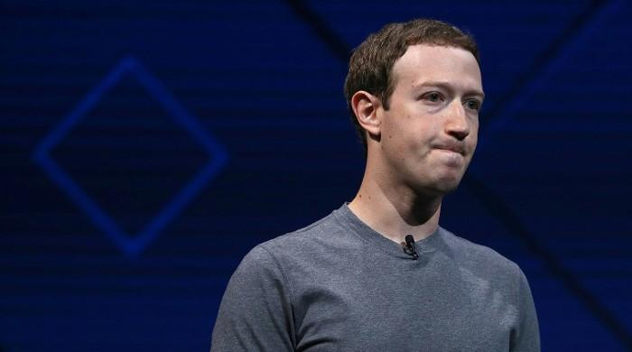 Zuckerberg´s shine dims as guardian of Facebook users