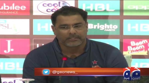 Waqar predicts Kamran won't be selected in national team