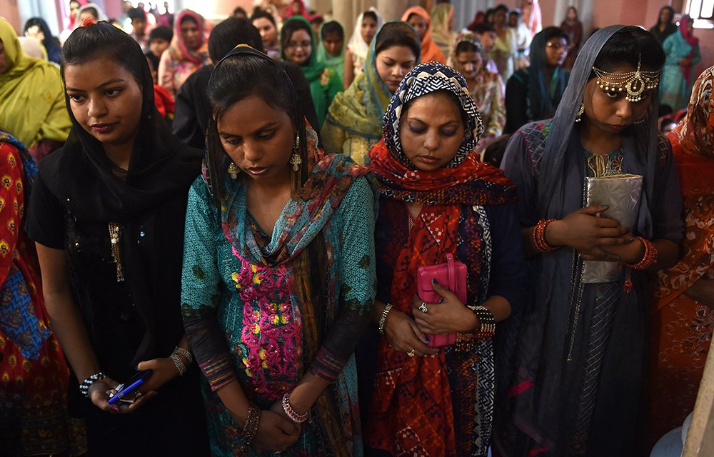 Pakistani Christians attend Easter mass at the Sacred Heart Cathedral Church in Lahore on April 1, 2018.—AFP photo