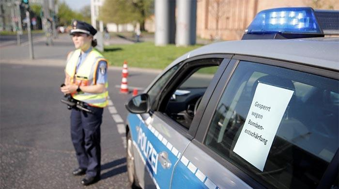 German police defuse WW2 bomb after evacuating central Berlin