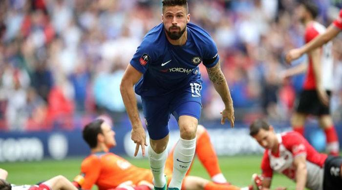 Chelsea face Man Utd in FA Cup final as Giroud sinks Saints