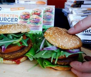 German shoppers sample burgers made of buffalo worms