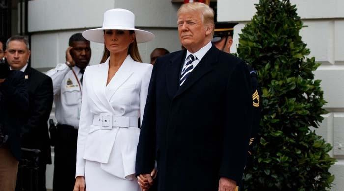 Melania avoids holding Trump's hand once again