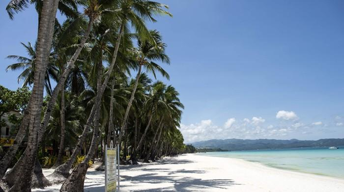 Philippines closes Boracay to tourists for six months