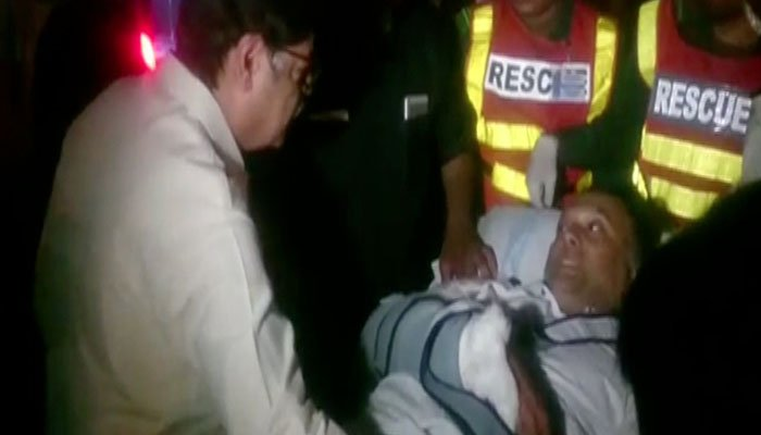 Rescue officials shifting Interior Minister Ahsan Iqbal to Services Hospital in Lahore. Photo: Geo News