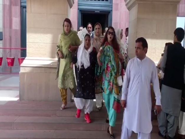 Opposition MPAs walking out of the Punjab Assembly today- Geo News