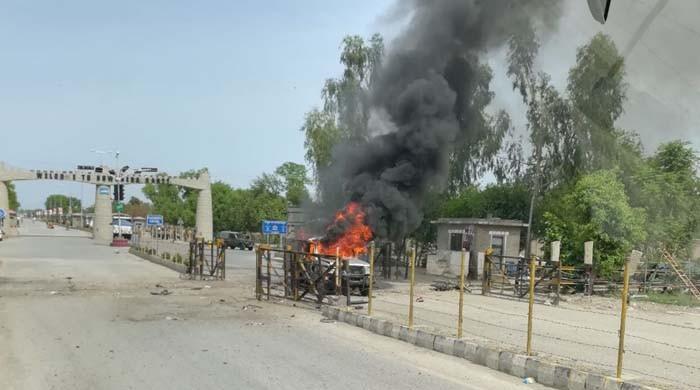 Fourteen injured in Nowshera suicide blast
