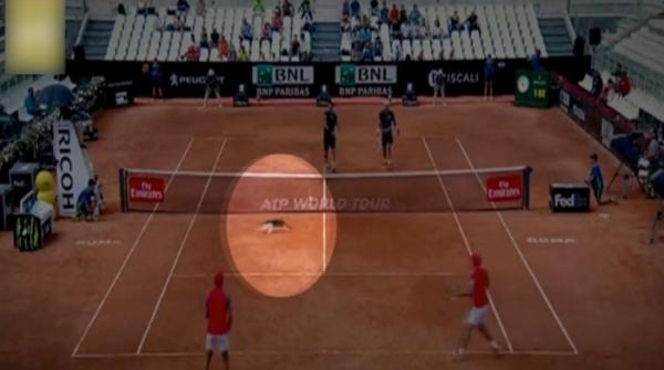 Cat runs into tennis court during Italian Open