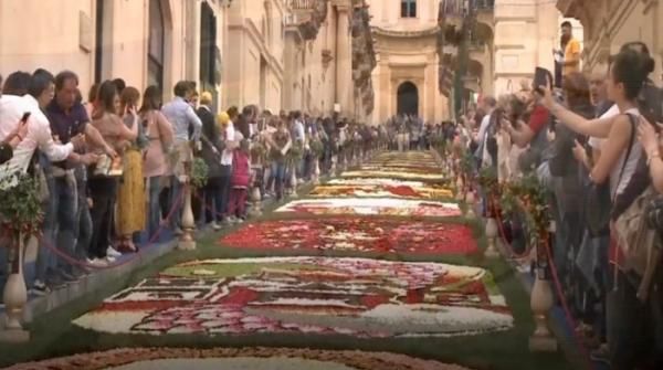 Annual flower show welcomes Spring in Italy
