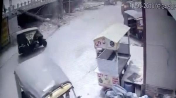 Electric pole falls on rickshaw in India