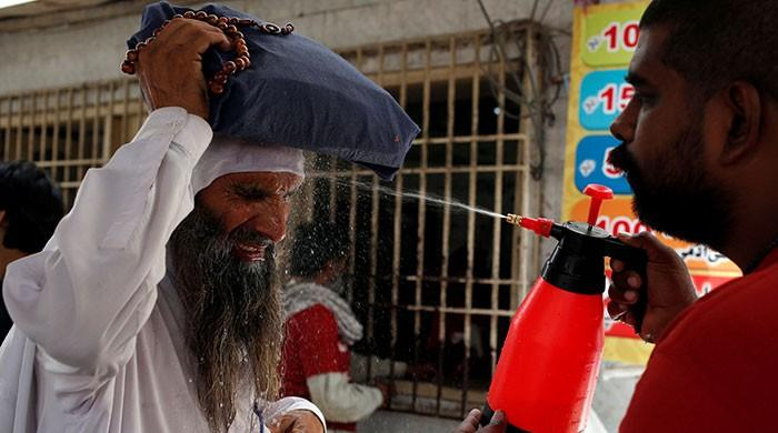 Heatwave relents in Karachi as sea breeze brings down temperature