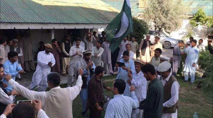 Tribespeople in Parachinar celebrate passage of KP-FATA merger bill