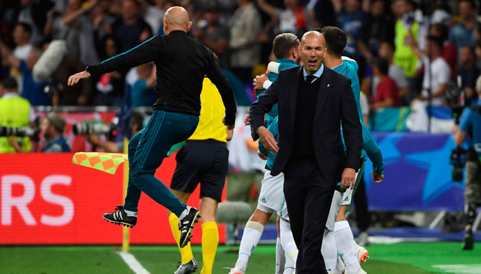 Real Madrid´s French coach Zinedine Zidane reacts to Real Madrid´s Welsh forward Gareth Bale´s spectacular goal