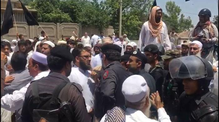 KP-FATA merger bill: Protesters clash with police outside KP Assembly