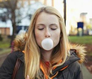 Walk and chew gum, it may keep you thin: study