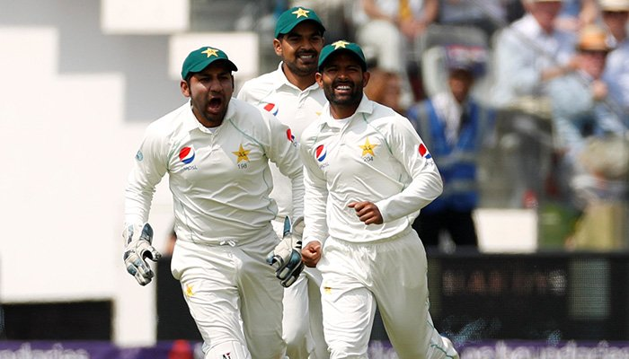 Pakistan register thumping win over England