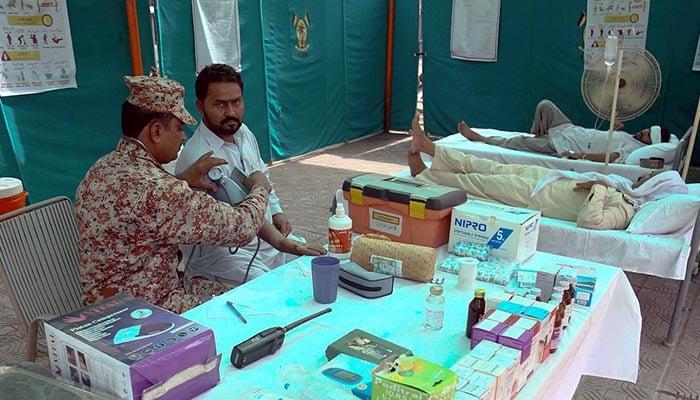 Rangers medics providing treatment to a patient at Liaquatabad Pakistan Rangers Heat Stroke Camp. Photo: INP