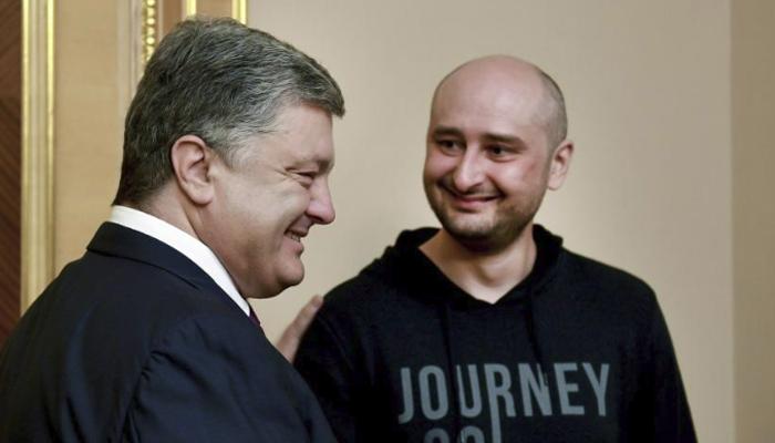 Hasil gambar untuk Kremlin critic turns up alive at televised briefing about his 'murder'