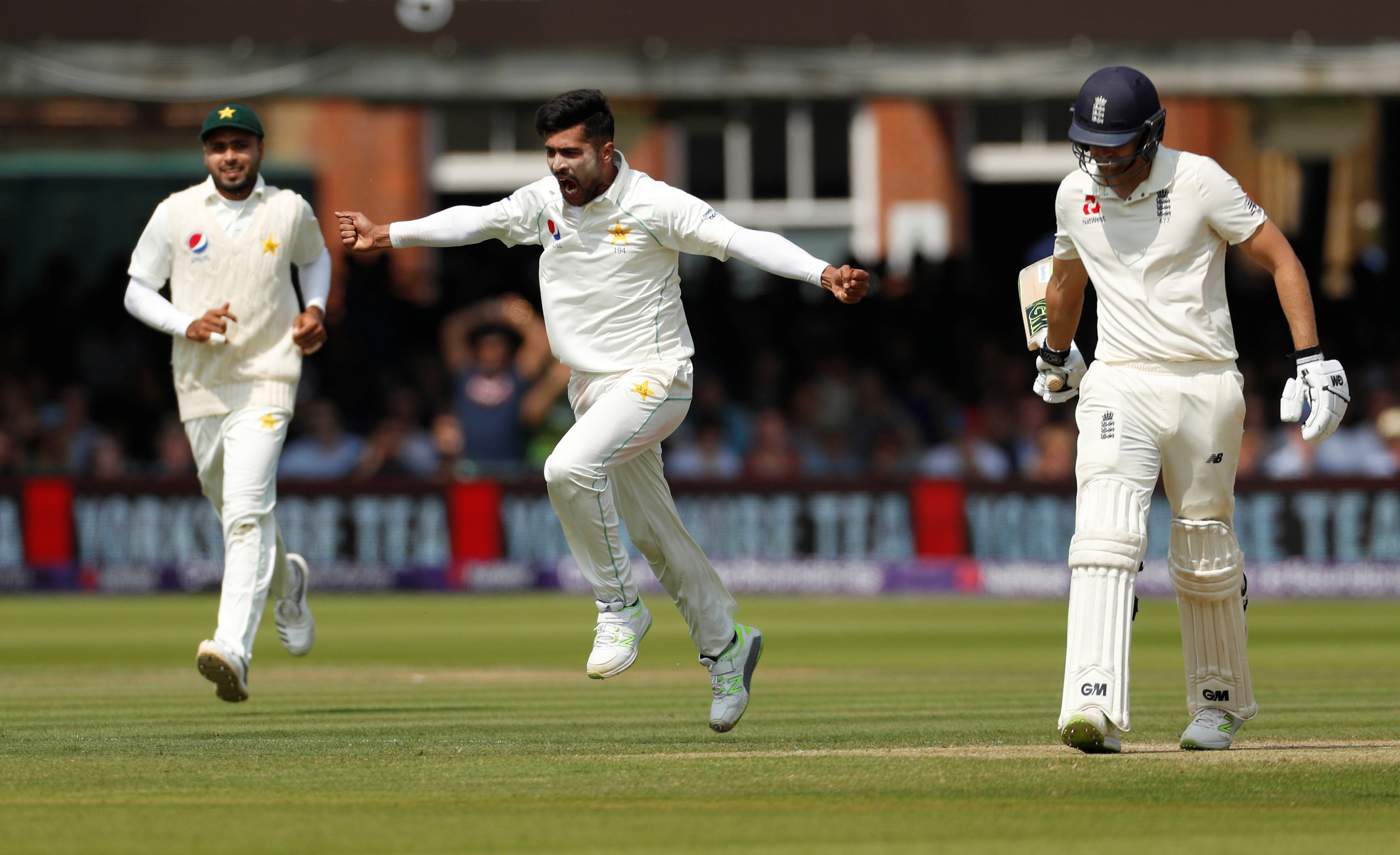 England look to extend lead on Day 3